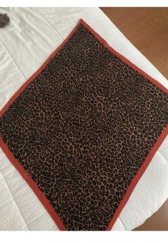 Foto Carousel Producto: Pañuelo de animal print  GoTrendier