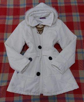 Foto Carousel Producto: Hermosa chaqueta blanca. GoTrendier