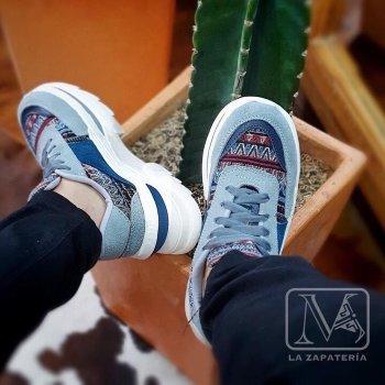 Foto Carousel Producto: Tenis artesanales gris y azul Talla 38 GoTrendier