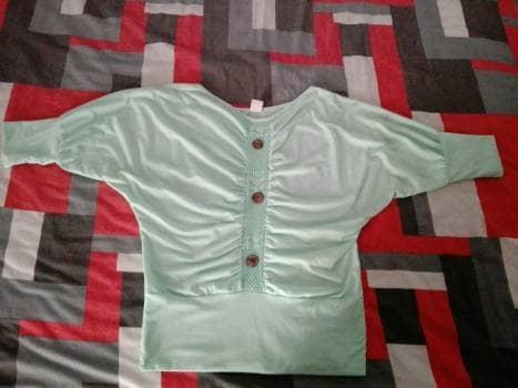 Foto Carousel Producto: Blusa verde de mangas 3/4 GoTrendier