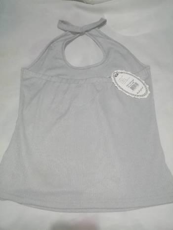 Foto Carousel Producto: Camiseta gris de cuello GoTrendier
