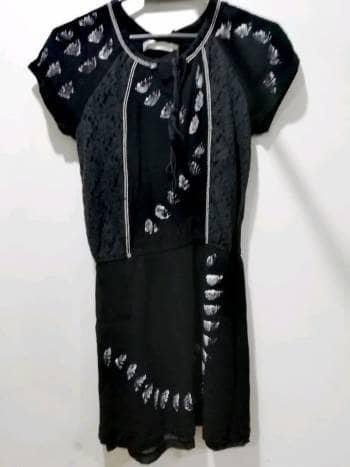 Foto Carousel Producto: Vestido encaje pintado a mano GoTrendier