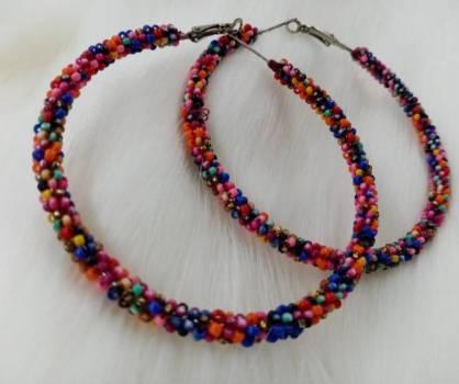 Foto Carousel Producto: Aretes en perlas de colores  GoTrendier