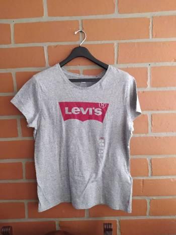 Foto Carousel Producto: Camiseta gris Levis  GoTrendier