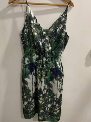 Foto Carousel Producto: Vestido tropical Forever 21 GoTrendier