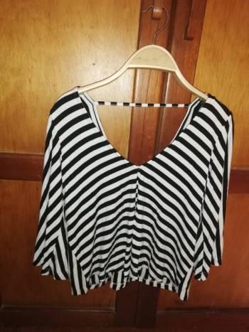 Foto Carousel Producto: Blusa mangas anchas a rayas GoTrendier