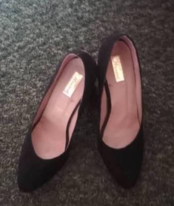 Foto Carousel Producto: Zapatos negros y cinturon GoTrendier