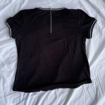 Foto Carousel Producto: Camiseta negra de Ela GoTrendier