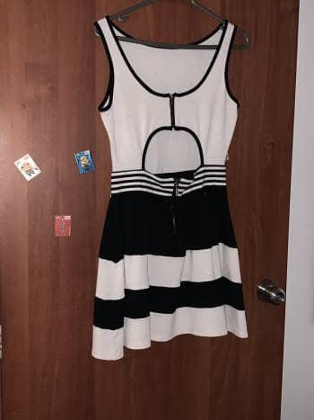Foto Carousel Producto: Vestido blanco y negro GoTrendier
