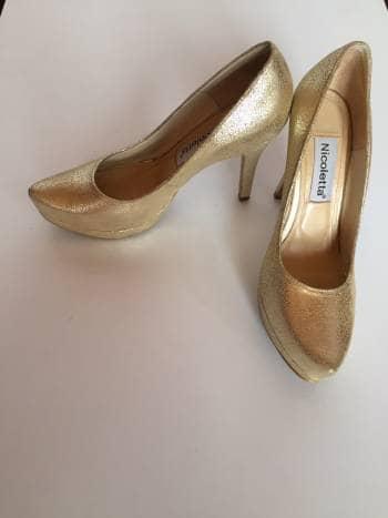 Foto Carousel Producto: Tacones dorados GoTrendier