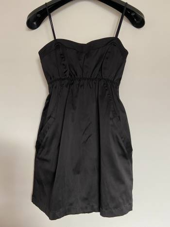 Foto Carousel Producto: Vestido Negro con Bolsillos GoTrendier