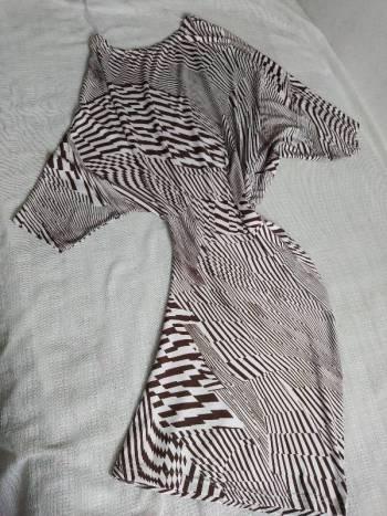 Foto Carousel Producto: Vestido blanco y marron,asimétrico. GoTrendier