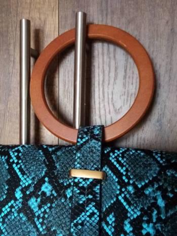 Foto Carousel Producto: Hermoso bolso pequeño  imitación pitón  GoTrendier