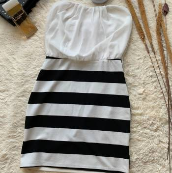 Foto Carousel Producto: PRIFU002  vestido balnco de rayas GoTrendier