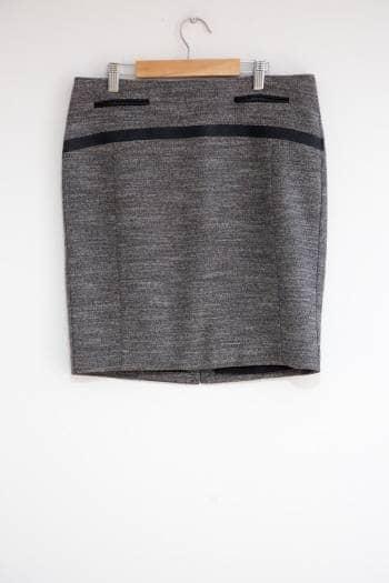 Foto Carousel Producto: Falda casual con detalles GoTrendier