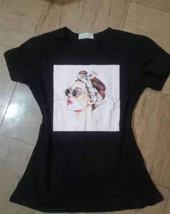 Foto Carousel Producto: Camisa negra con estampado. GoTrendier