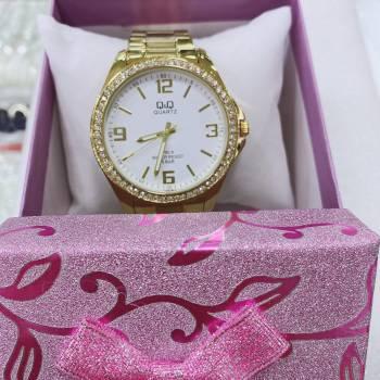 Foto Carousel Producto: Reloj dorado Q&Q GoTrendier