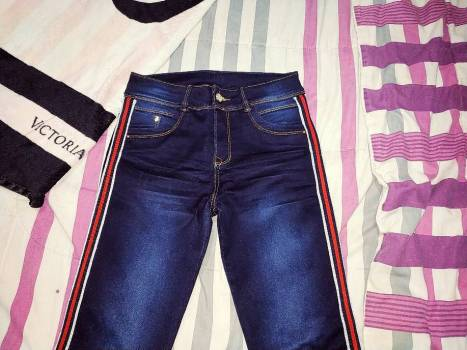Foto Carousel Producto: Jean azul con bordes GoTrendier