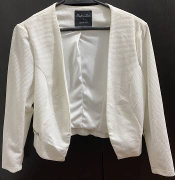 Foto Carousel Producto: Blazer corto blanco!  GoTrendier