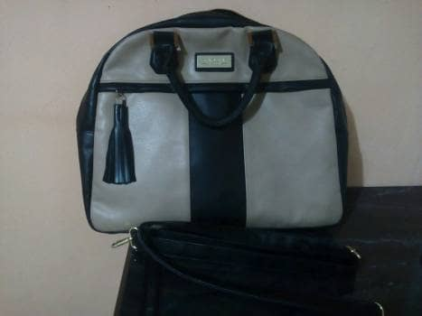 Foto Carousel Producto: Bolso Elegante  negro-beis amplio como nuevo. GoTrendier