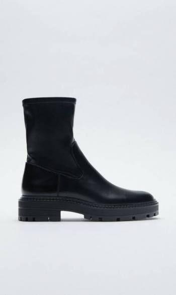 Foto Carousel Producto: Bellas botas negras suelas track de Zara GoTrendier