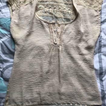 Foto Carousel Producto: Hermosa blusa Beige de encaje  GoTrendier