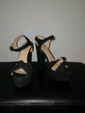 Foto Carousel Producto: Tacones negros formales  GoTrendier