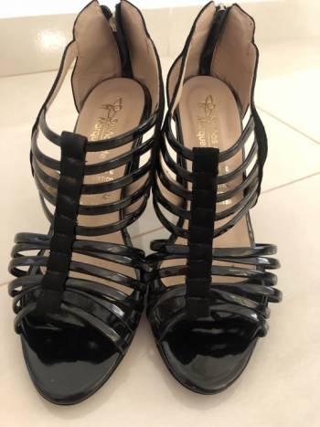 Foto Carousel Producto: Zapatillas negras de tacon  GoTrendier