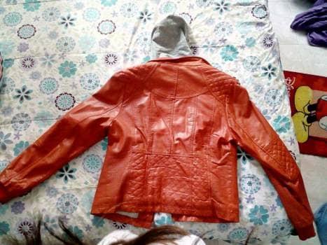 Foto Carousel Producto: Chaqueta de cuero naranja  GoTrendier