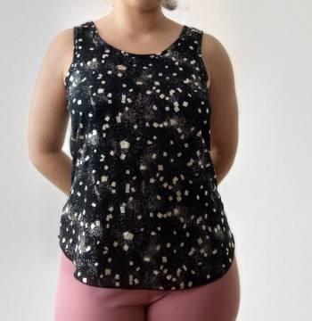Foto Carousel Producto: Blusa negra con brillos dorados  GoTrendier