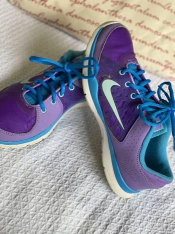 Foto Carousel Producto: Nike morados  GoTrendier