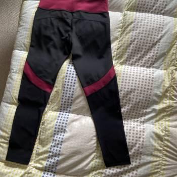 Foto Carousel Producto: Licra adidas, negro con vino tinto GoTrendier