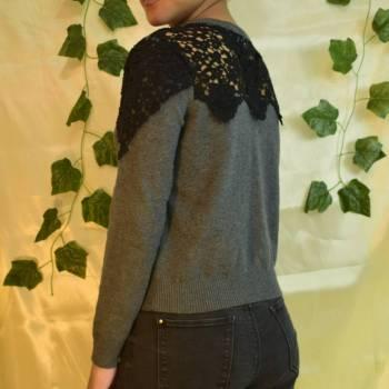 Foto Carousel Producto: Jersey gris con detalles negros GoTrendier