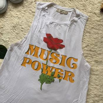 Foto Carousel Producto: VAMU002  Camisa flor music GoTrendier