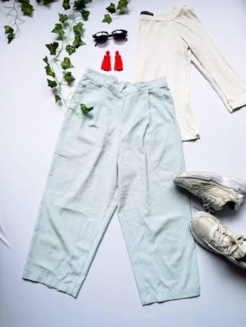 Foto Carousel Producto: Pantalón Rayas Capri GoTrendier