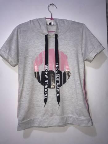 Foto Carousel Producto: Blusa con capota deportiva  GoTrendier