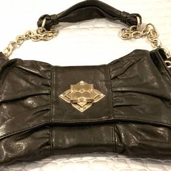 Foto Carousel Producto: Cartera BCBG negra en cuero de colgar GoTrendier