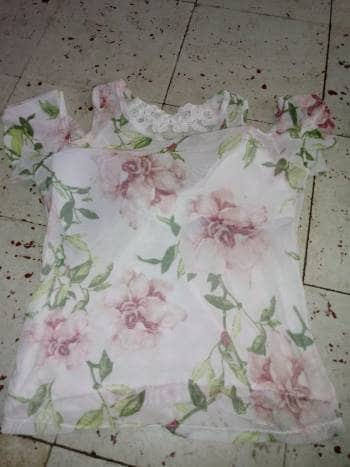 Foto Carousel Producto: Blusa de flores con mangas abiertas GoTrendier