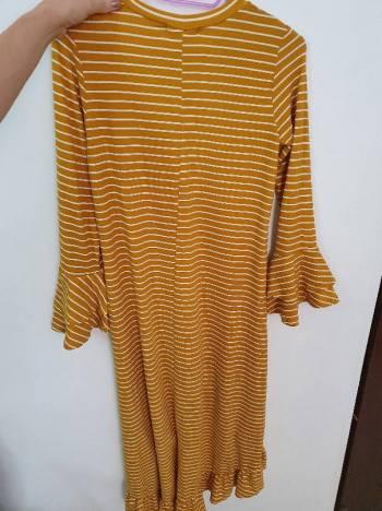 Foto Carousel Producto: Vestido Rayas Mostaza GoTrendier