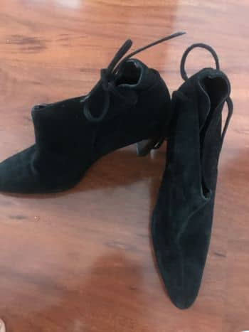 Foto Carousel Producto: Botines negros con cordon GoTrendier