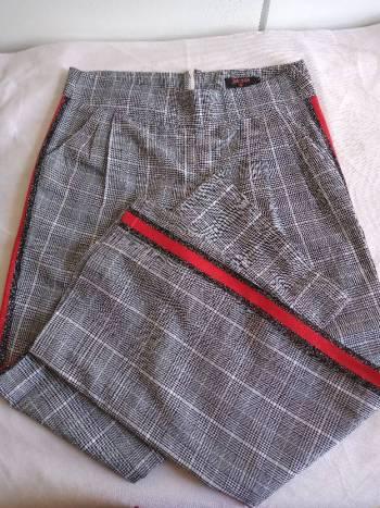 Foto Carousel Producto: Pantalón de cuadros bota ancha GoTrendier