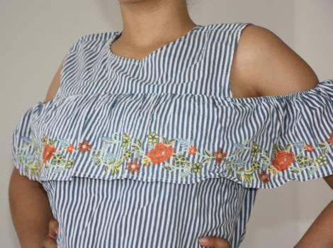 Foto Carousel Producto: Blusa con líneas estampado flores GoTrendier