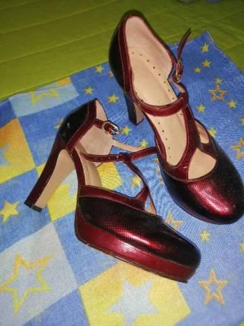 Foto Carousel Producto: Zapatos vinotinto  cuero  GoTrendier