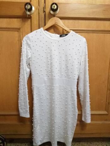 Foto Carousel Producto: Vestido de perlas blanco GoTrendier