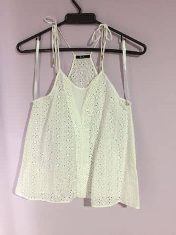 Foto Carousel Producto: Blusa blanca con encaje GoTrendier