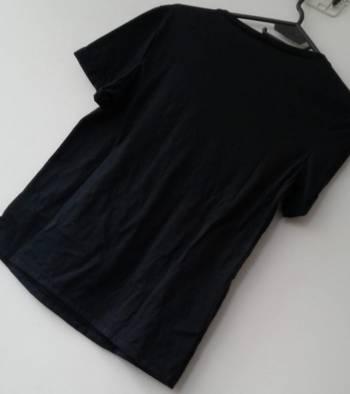 Foto Carousel Producto: Camiseta negra GoTrendier