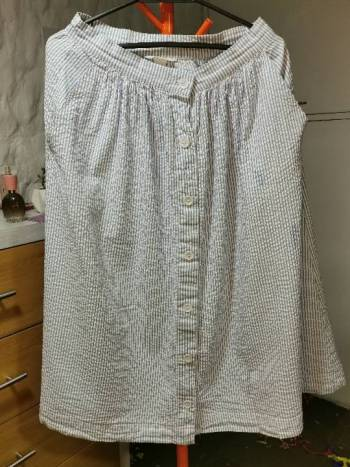 Foto Carousel Producto: Falda midi de rayas H&M GoTrendier