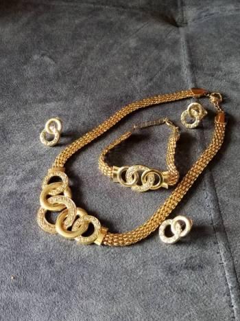 Foto Carousel Producto: Juego dorado y brillantes GoTrendier
