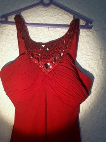 Foto Carousel Producto: Vestido con pedrería rojo de fiesta GoTrendier