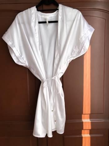 Foto Carousel Producto: Levantadora blanca en satin  GoTrendier